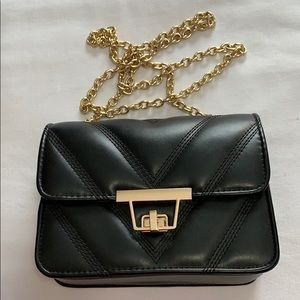 QUILTED BLACK FAUX LEATHER GOLD CHAIN PURSE